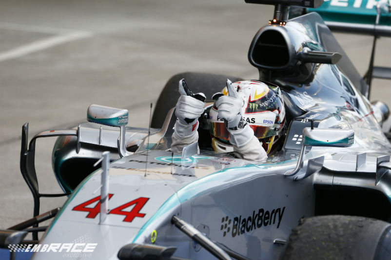Lewis Hamilton domineert als vanouds in Japan