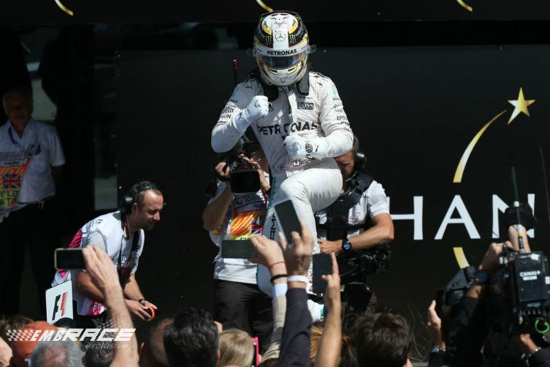 Hamilton wint voor thuispubliek, weer podiumplaats voor Verstappen
