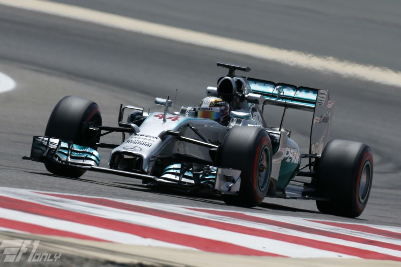 Mercedes met hamilton wederom snelste in bahrein embrace for Embrace by mercedes benz