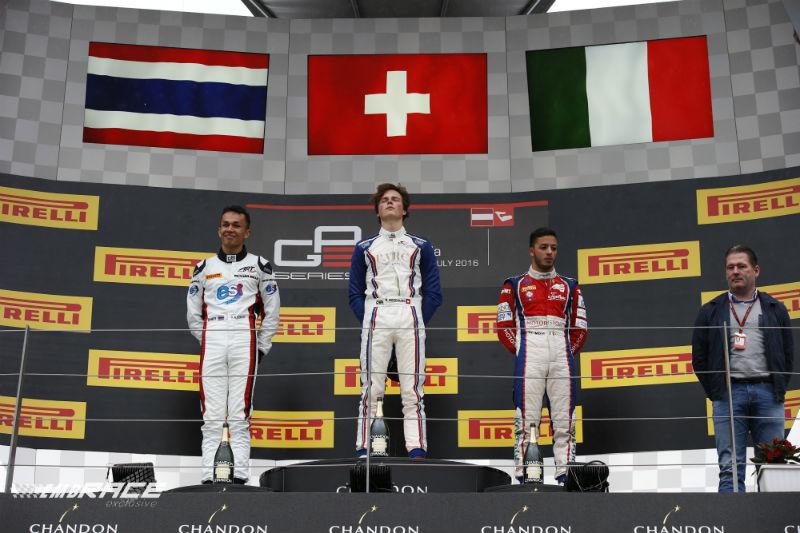 Ralph Boschung wint kletsnatte GP3-sprintrace